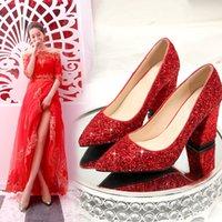 rote brautschuhe niedrige fersen groihandel-Roter Hochzeitsschuh der Frauen niedrige Fersekristallschuhe starke Ferse Hochzeit rotes Kleid Braut
