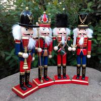 ingrosso decorazione della bambola di legno-1pcs 30cm Figurine Schiaccianoci in legno dipinte a mano Ornamenti di Natale Bambole per gli amici e bambini Accessori Decorazione della casa