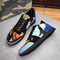 cordones de los zapatos camo al por mayor-Garavani para hombre Zapatillas de deporte de moda de camuflaje de camuflaje Rockrunner Trainer Zapatos de cuero de encaje zapatos para hombre Top diseñador
