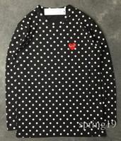 camisetas corazón negro al por mayor-Harajuku Hombres Mujeres Negro corazón rojo DES juego GARCONES CDG bordado Corazón manga larga raya Camisetas Bordado Corazón rojo camiseta camiseta