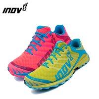zapatillas ligeras para correr al por mayor-Zapatillas deportivas profesionales unisex ladie zapatillas de maratón ligeras a prueba de golpes para hombre INOV-8 TERRACLAW-270 zapatillas de carreras