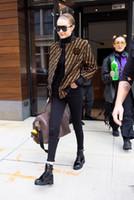 jaqueta de casaco de manga curta venda por atacado-Zipper bolso Curto gracioso Jacket Cardigan Carta manga comprida camisola de Outono Inverno Nova Mulheres Mulheres elegantes