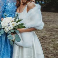 nedime boleroları toptan satış-2019 Yeni Gelin Sarar Faux Kürk Şal Rustik Kış Düğün Konuk Nedime Balo Sıcak Açık Çaldı Bolero Eşarp Shrug Ücretsiz Boyutu