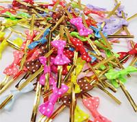 laminierte kunststoffe groihandel-Bunte BowTie Twist Krawatten für Kuchen-Pop-Sealing Cello Taschen Lollipop Geschenke Packgae, verschiedene Farben, 100pcs / lot