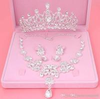 gelin kronları taç seti toptan satış-Sıcak Satış Nişan Kadınlar Takı Seti Noble Parlak Taç Tiara Kolye Küpe Düğün Gelin Takı Custome Dekorasyon Aksesuar