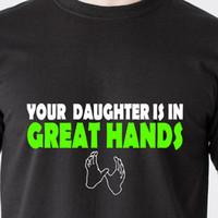 bakire seks gemi toptan satış-SIZIN KIZICI BÜYÜK Ellerde 69 bakire seks tarihi yaramaz retro Komik T-Shirt Erkek Kadın Unisex Moda tshirt Ücretsiz Kargo siyah