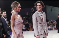 ingrosso abiti da sposa regina-Lily Rose Depp New Queen of the Red Carpet Abiti celebrità Elegante senza spalline A Line Abiti da sera Abiti da spettacolo per feste formale