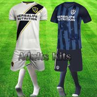 la galaxy shorts großhandel-Neue LA Galaxy-Trikots Fußball-Trikots Fußballuniform Erwachsene Team bestellen IBRAHIMOVIC Hemden J DOS SANTOS GzIOVANI Komplett-Sets Tops Shorts Socken