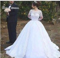 vestidos de boda del vestido de bola del estilo del vintage al por mayor-Vestidos de novia de encaje de manga larga 2020 Vintage Oriente Medio Árabe Dubai Estilo Blanco Fuera del hombro Vestidos de baile Vestidos de novia