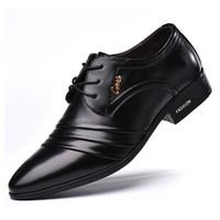 sapato vestido preto pontudo homens venda por atacado-Homens de luxo Moda PU Sapatas De Vestido De Couro Dos Homens Oxfords Negócio Pointy Sapatos Pretos Sapatos Formais De Casamento Do Sexo Masculino