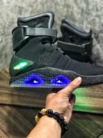 ingrosso indietro le maglie dell'aria futura-2019 Designer Air mag Ritorno al futuro Marchio di moda Sneakers uomo donna Scarpe da corsa di lusso Scarpe da ginnastica a LED per esterno