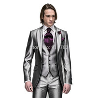 ingrosso smoking argento degli uomini-2018 New Style Shiny Silver risvolto Groomsmen miglior uomo Abiti da sposa per uomo Slim Fit smoking dello sposo (Jacket + Pants + Vest + Tie)