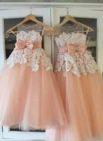 bebek kız mercan elbisesi toptan satış-Mercan Çiçek Kızların Elbiseler Küçük Bebek Bebek Yürüyor Vaftiz Elbise Tutu Ile Tül Dantel Bow Abiye Doğum Günü Partisi Ucuz Custom Made