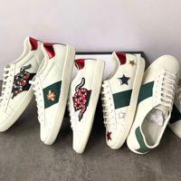 rahat çiçek ayakkabıları toptan satış-2019 Hakiki deri Flats Tasarımcı sneakers erkek kadın Klasik Rahat Ayakkabılar python kaplan arı Çiçek Işlemeli Horoz Aşk sneakers
