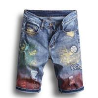 ingrosso dipingere navi-I jeans degli uomini 2019 hanno tagliato i bicchierini del denim del fiore ricamati del foro del ricamo uomini sottili pantaloni diritti verniciati spruzzo di alta qualità Trasporto libero