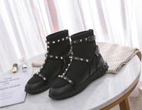 çorap çorabı toptan satış-Yeni Sezon Tasarımcı Kadınlar Punk Rivets Martin Boots Örme Çorap patik Kar Ayak bileği Boots Moda lüks Lady İngiltere tarzı ayakkabılar