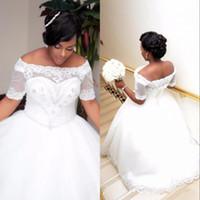 elfenbein kurzarm kleid großhandel-African Plus Size Weiß Elfenbein Ballkleid Brautkleider mit kurzen Ärmeln Lace-up Boat Neck Perlen Kristalle Brautkleider