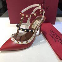 zwei sandalen großhandel-G3015 freies Verschiffenqualitätssommer neue Artfrauen 9.5cm Absatzsandelholze der Damen niet zwei Gürtel baotou Sandaleschuhe