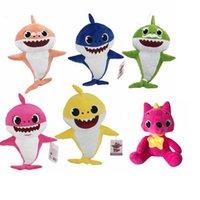 ingrosso animali di roba natalizia-Baby Shark giocattoli peluche Baby Shark bambole di peluche 26-32 cm Cartoon animali di peluche Bambole morbide Shark peluche regalo di Natale Articoli novità GGA1948