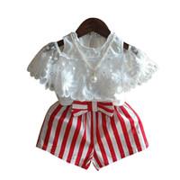 collar de moda conjunto niños al por mayor-Venta al por menor trajes para niñas bebé niña collar de perlas fuera del hombro camisa de encaje + conjunto corto a rayas bowknot conjuntos para niños niños boutique ropa de moda