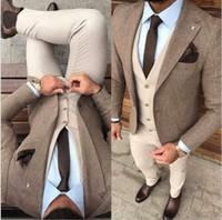 ingrosso uomini di cappotto harris tweed-Bel tessuto in tweed invernale Uomo Abiti da lavoro Smoking da sposo beige Set da uomo per cappotto da ballo (giacca + gilet + pantaloni + cravatta) K34