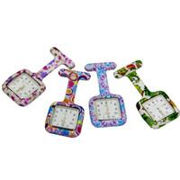 ingrosso orologi al quarzo per infermieri-26 colori infermiere orologio dottore fob quarzo orologi in silicone orologio da tasca spilla pin orologi piazza stampato petto orologi CCA11658 100 pz