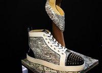 zapatillas altas amarillas al por mayor-2019 amarillo suave Graffitit, Hi-top, los puntos rojos inferior zapatilla de deporte de los zapatos claveteados de las mujeres, la manera ocasional marca de diseño de los hombres del partido Diseño Wal