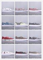 verkauf weiße leinwand slip schuhe groihandel-Preiswerte Förderung Classic Slip-On Canvas Schuhe Graffiti Low Band Leinwand Brett Schuhe Billig Verkauf Schwarz Weiß Mehrfarbenfreizeitschuhe