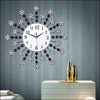 ingrosso ornamenti in metallo nero-Orologio moderno con cornice in metallo e diamante Orologio da parete classico con strass bianco e nero Ornamento brillante per feste 50 * 50 cronometro