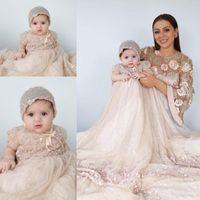 bébé filles baptême tenues achat en gros de-Vintage arabe musulman Champagne Flowr robe sans manches Fille Paillettes Perles de bébé de baptême Robe Tenues baptême Bonnet