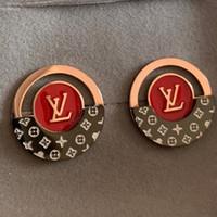 ingrosso orecchini di modo rosso-vendita calda di alta qualità design di lusso in acciaio al titanio oro rosa nero super rosso lettera orecchini per uomo donna spedizione gratuita
