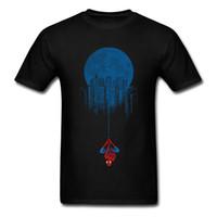 siyah parti giysileri erkek toptan satış-Marvel Parti T Gömlek Erkekler Spiderman T Gömlek Mutant Süper Kahraman Tops Siyah Tee Pamuk Tshirt Örümcek Adam Şehirde Asılı Giysiler
