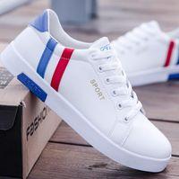 korece erkekler siyah ayakkabılar toptan satış-2019 lüks beyaz spor ayakkabı erkekler nefes eğlence siyah ayakkabı Kore versiyonu popüler ayakkabı düz dipli moda Erkekler sneakers