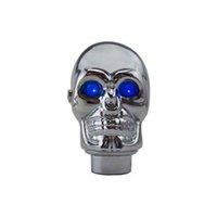 синие рычаги переключения передач оптовых-Серебряный хром череп ручка переключения ручки светодиодные фонари ручка переключения передач ручная ручка переключения ручки-голубые глаза