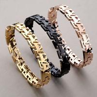 lettres en diamant pour bracelets achat en gros de-Sculpture creuse de bijoux de luxe en or rose ornée de lettres creuses et de diamants pour femmes et hommes avec boîte