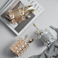 ingrosso portacandele per matrimoni-Portacandele di cristallo di lusso Candelabri di cerimonia nuziale per la decorazione domestica del desktop Puntelli di candela romantici della candela di lume di candela Puntelli di immagazzinaggio della spazzola di trucco