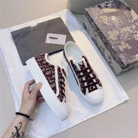 Wholesale The latest canvas shoes in high quality fashion women and women low top canvas embossed microfiber sneakers sandals