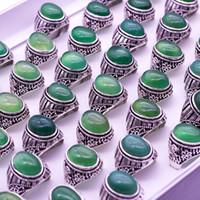 anéis de banda pedra natural venda por atacado-Faixas de casamento 20pcs / lot do vintage verdes anéis de pedra natural para homens e mulheres 2018 nova moda jóias baratas