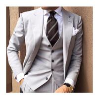 mens grau stück anzüge groihandel-Graue Herren Anzüge für den Bräutigam 2019 Revers Slim Fit Blazer Hochzeit Smoking dreiteilig (Jacke + Hose + Weste + Krawatte)