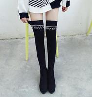 weben stiefel großhandel-Plusgröße 33-40 41 42 43 schwarz Alphabet Stricken gewebt über den Knieaufladungen Winter Designer-Stiefel kommen mit Kasten