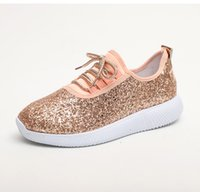 pisos de oro bling al por mayor-Zapatillas de deporte para mujer New 2019 Summer Glitter Bling Oro Plata Zapatos Mujer Tallas grandes Zapatillas de deporte blancas Brillantes Zapatos casuales Pisos mujeres