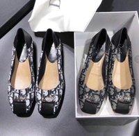productos de calzado de calidad al por mayor-OMNC envío gratis alta calidad nuevos productos zapatos de jardín de las mujeres planas con letras poco profundas zapatos impresos baotou zapatillas 34-41