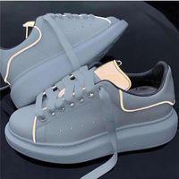 plattform schuhe damen beiläufig großhandel-Neuheiten Herren Damenmode Luxus Plattform Schuhe Flache Beiläufige Dame Gehen Lässige Turnschuhe Leuchtende Fluoreszierende Weiße Schuhe Leder