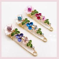 broches de casamento de ouro rosa venda por atacado-Pinos de cristal e rose flower broches para as mulheres de ouro azul flor pingente broche l pin festa de casamento moda jóias
