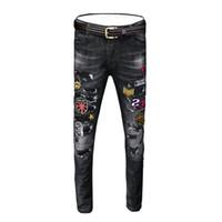 koreanische straßenmode für männer großhandel-Frühling und Sommer schwarze Jeans Männer schlanke Füße Hosen Loch koreanische Version des Trends der gestickten Street Fashion Hosen