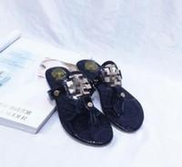 sandálias européias americanas venda por atacado-Estilo europeu e americano de alta qualidade novo estilo de verão estilo clássico das mulheres praia sandálias chinelos moda lantejoulas decoração A88-1