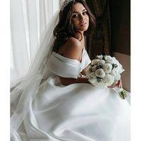 Wholesale plus sized ball gowns resale online - Off The Shoulder Princess Ball Gown Wedding Dresses Pleats Satin Vintage Wedding Gowns Elegant Vestidos De Noiva Cheap Royal Wedding Dress