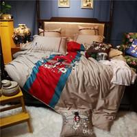 lüks yorgan setleri kral toptan satış-Lüks tasarımcı nakış arı yatak Comforter 2020 Tabela yatak ev tekstili 4 parçalı set Noel Aile Hediye Yatak Seti set