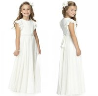 şifon fıstık çiçek kız elbiseleri toptan satış-Beyaz Ülke Stil Basit Şifon Çiçek Kız 'Elbiseler 2019 Fildişi Cap Kollu Ruffles Kanat Bohemia Kat Uzunluk kızın Parti törenlerinde MC1547