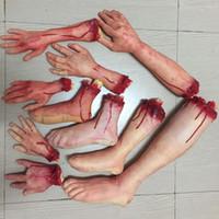 manos sangrientas al por mayor-Horror de Halloween Apoyos Mano sangrienta casa encantada de la decoración del partido de miedo falso dedo de la mano Suministros Pierna Pie de cerebro y corazón de Halloween